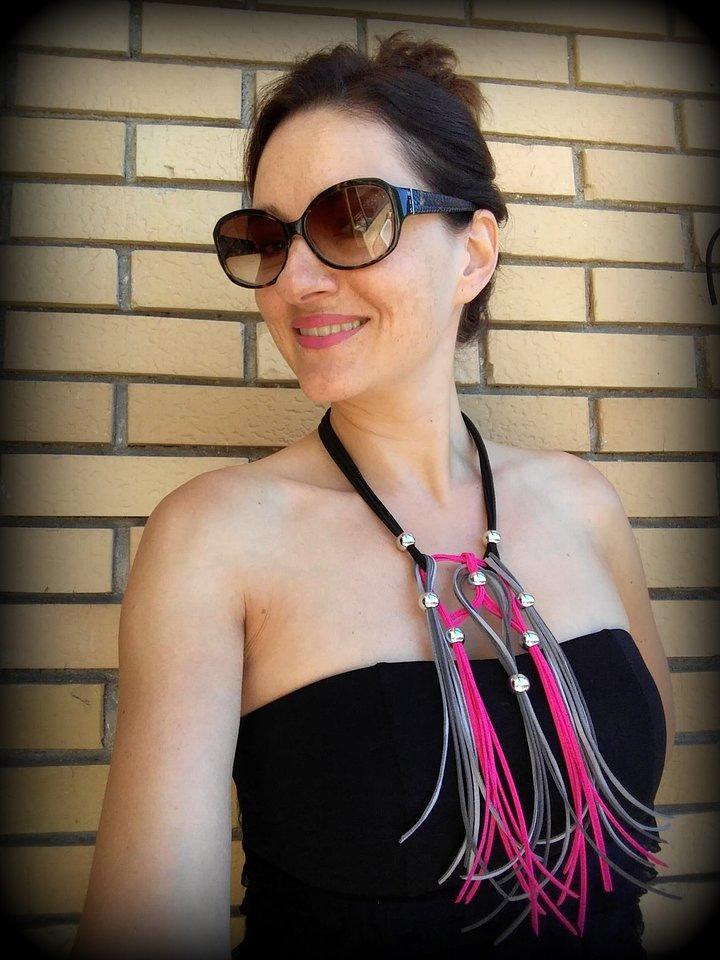 Ogrlica od kožnih tračica