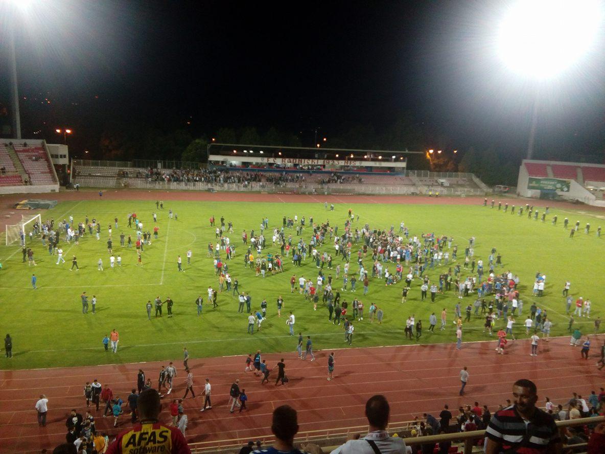 Slavlje fudbalera i navijača na stadionu Čair